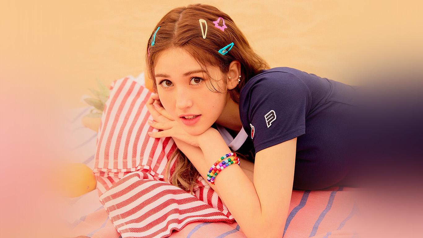 Hs59 Girl Kpop Beach Somi Ioi Summer Wallpaper