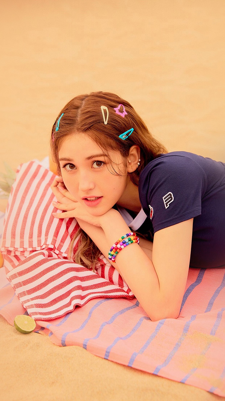 iPhone7papers.com-Apple-iPhone7-iphone7plus-wallpaper-hs59-girl-kpop-beach-somi-ioi-summer