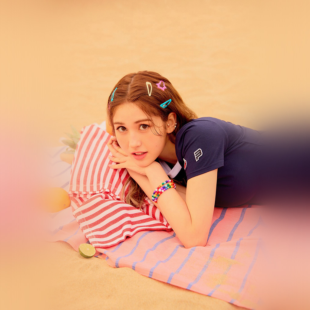 wallpaper-hs59-girl-kpop-beach-somi-ioi-summer-wallpaper