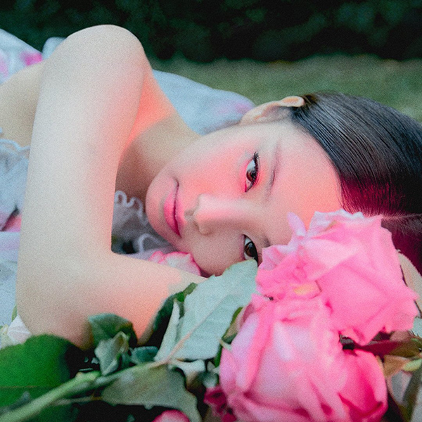 iPapers.co-Apple-iPhone-iPad-Macbook-iMac-wallpaper-hs69-jennie-flower-pink-park-summer-music-kpop-wallpaper
