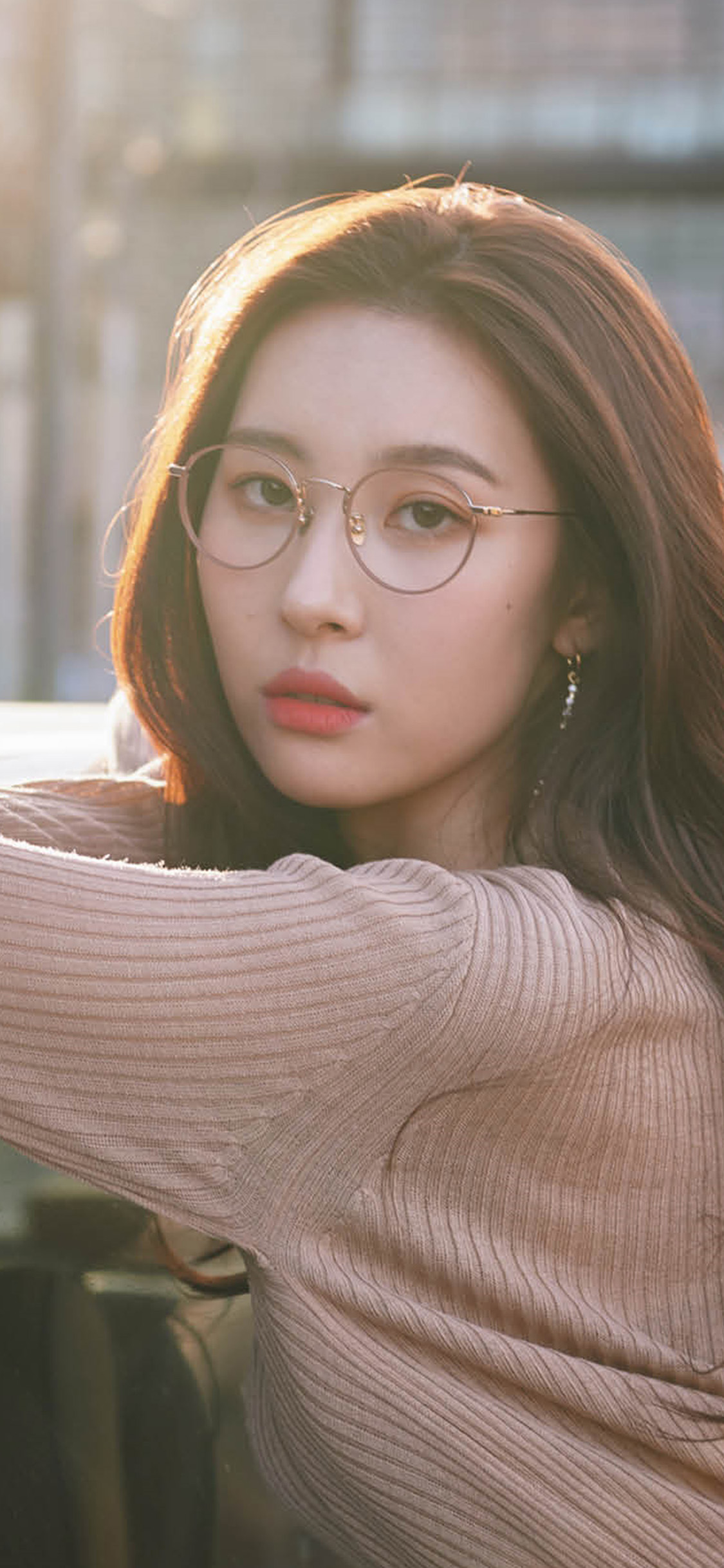 iPhonexpapers.com-Apple-iPhone-wallpaper-hs72-girl-glasses-sunmi-kpop-street