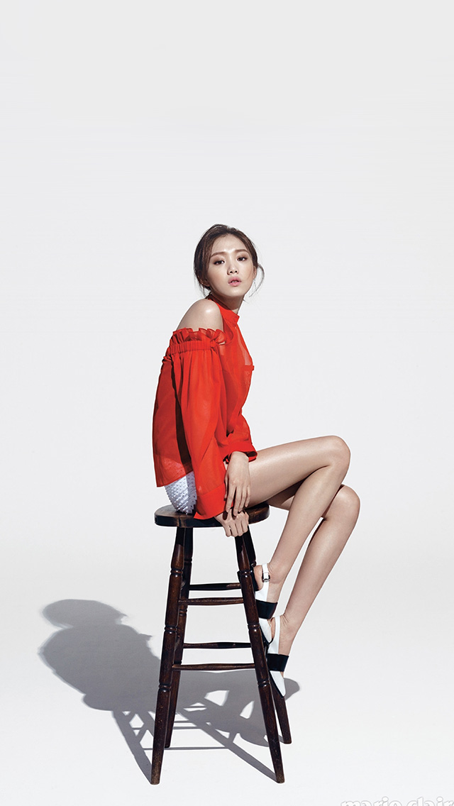 freeios8.com-iphone-4-5-6-plus-ipad-ios8-hs74-girl-sitting-chair-kpop-red-white