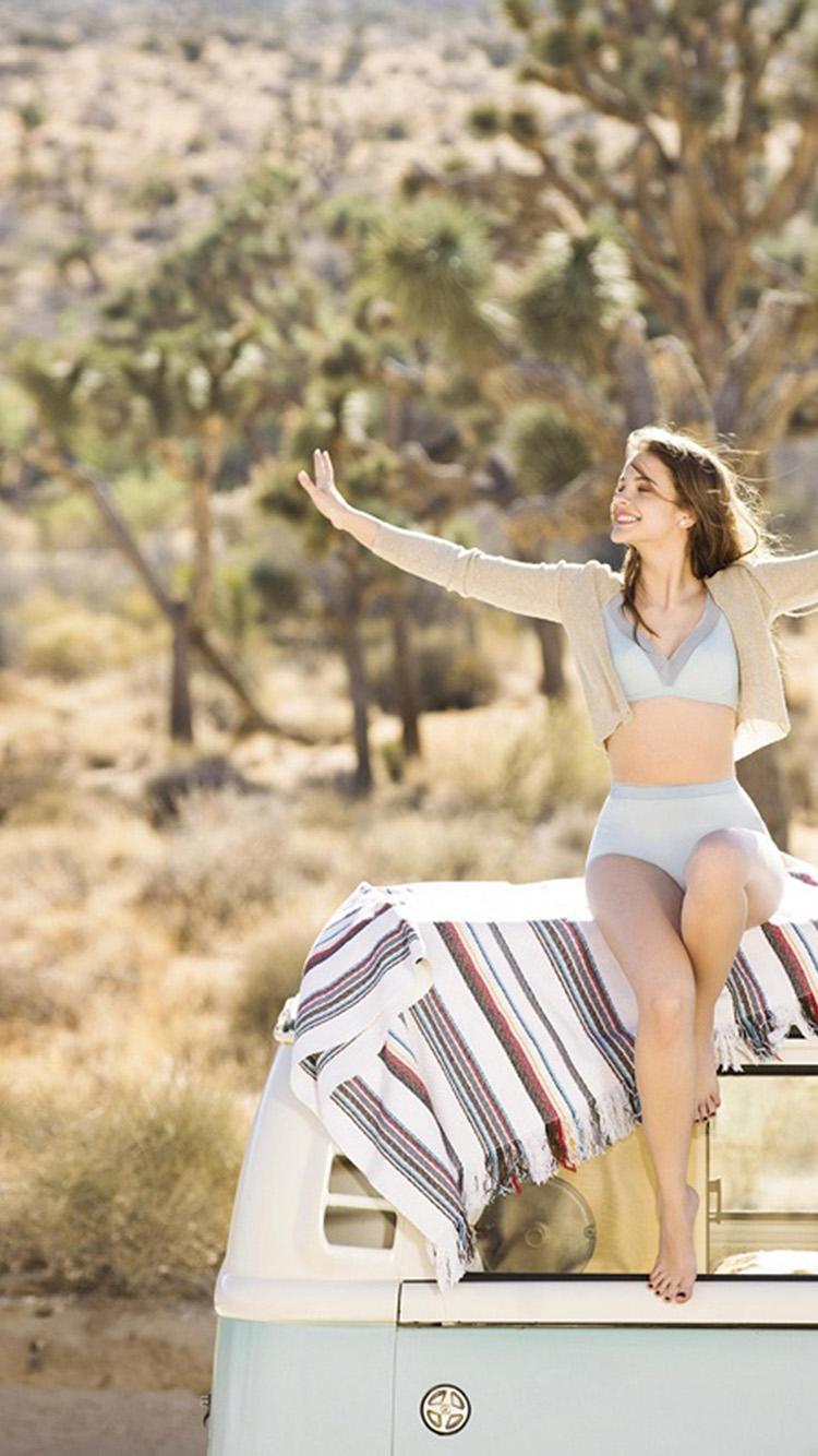 iPhone7papers.com-Apple-iPhone7-iphone7plus-wallpaper-hs78-model-summer-safari-barbara-palvin