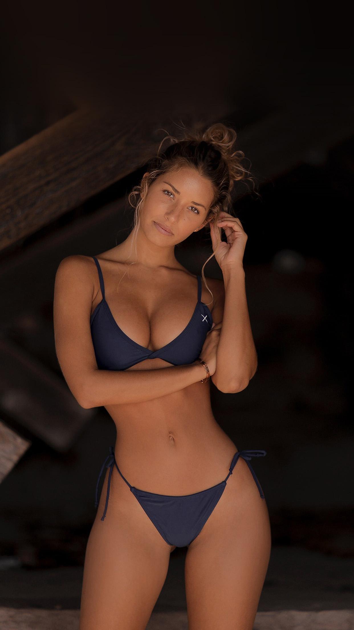 In hot bikini girl Girl Twerk
