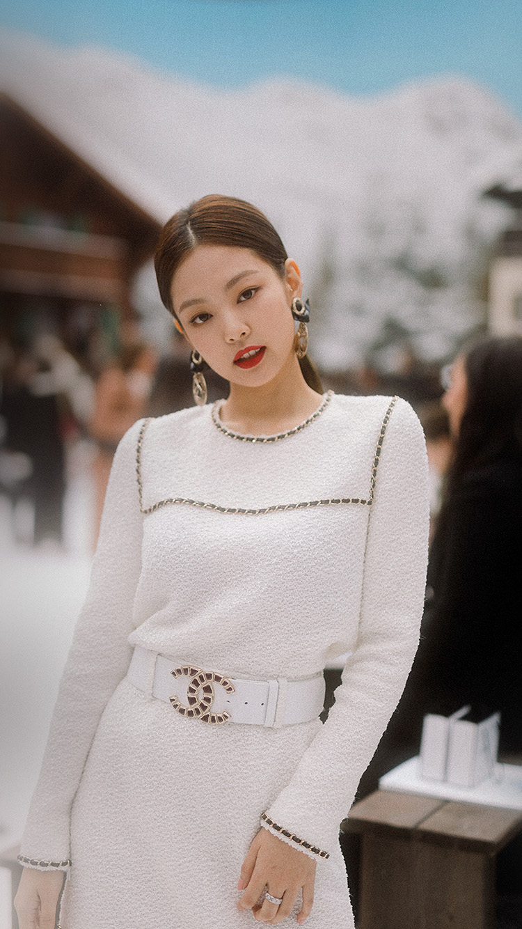 iPhone7papers.com-Apple-iPhone7-iphone7plus-wallpaper-ht77-girl-kpop-jennie-gucci-snow