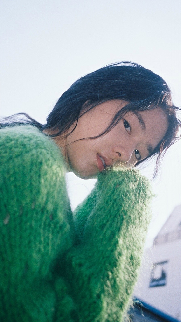 iPhone7papers.com-Apple-iPhone7-iphone7plus-wallpaper-ht79-girl-kpop-green