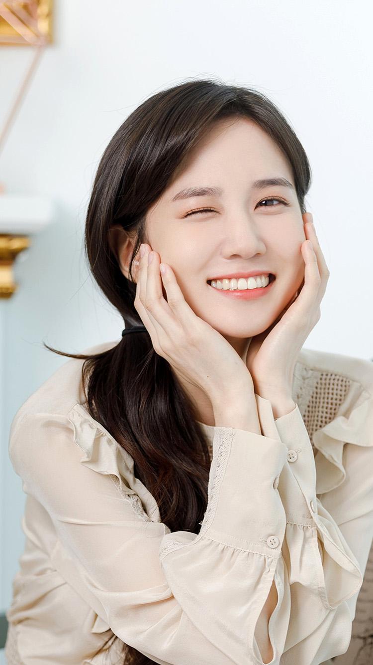 iPhone7papers.com-Apple-iPhone7-iphone7plus-wallpaper-hu39-cute-girl-kpop-eunbin-smile