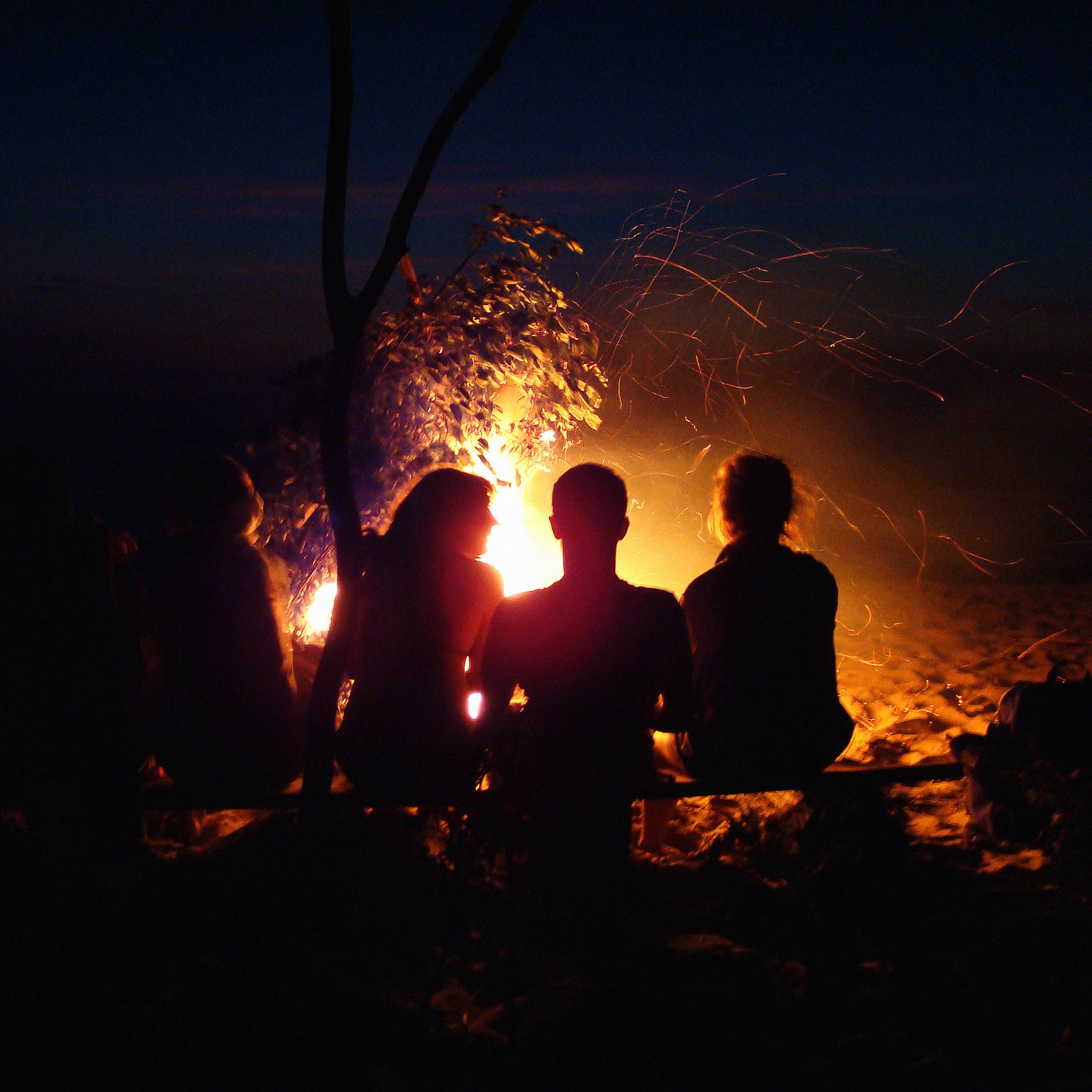 Mc07 Wallpaper Beach Bonfire Night Camp Papers Co
