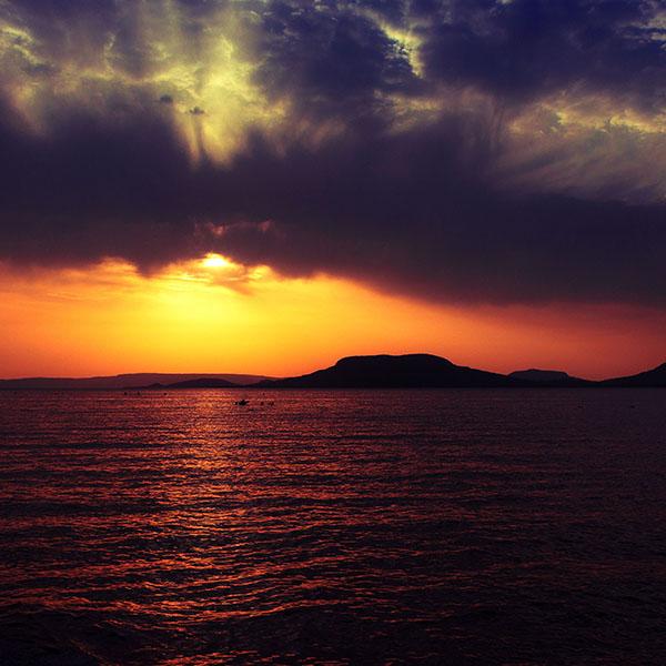 iPapers.co-Apple-iPhone-iPad-Macbook-iMac-wallpaper-mc18-wallpaper-badacsony-sea-sunset