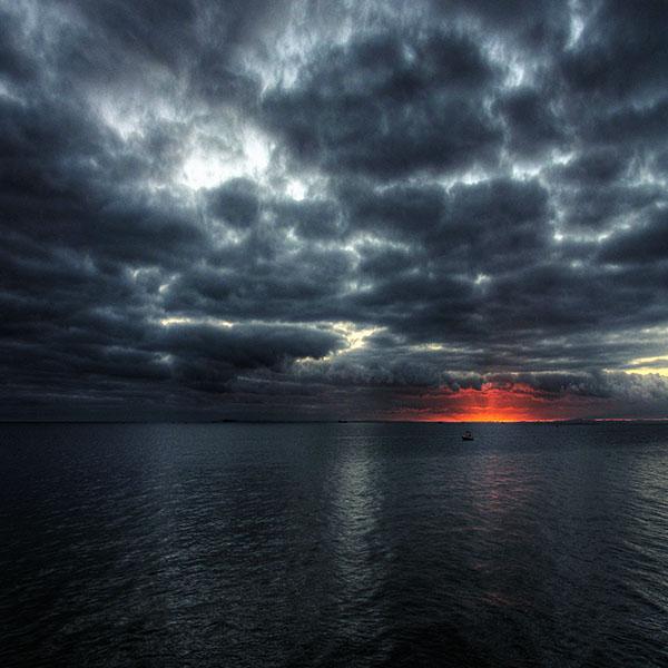 iPapers.co-Apple-iPhone-iPad-Macbook-iMac-wallpaper-mc60-wallpaper-dark-sea-storm-night-ocean
