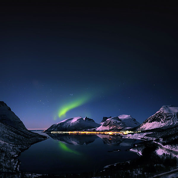 iPapers.co-Apple-iPhone-iPad-Macbook-iMac-wallpaper-mc73-wallpaper-aurora-filled-night-sky-star