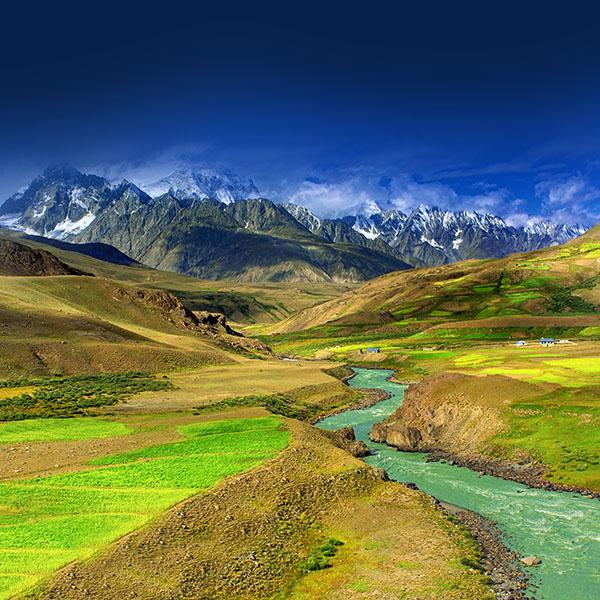 iPapers.co-Apple-iPhone-iPad-Macbook-iMac-wallpaper-md23-wallpaper-nature-mountain-green-river