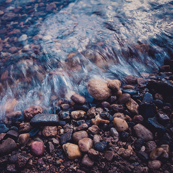 iPapers.co-Apple-iPhone-iPad-Macbook-iMac-wallpaper-me00-stone-blue-washed-river