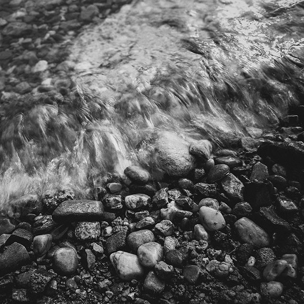 iPapers.co-Apple-iPhone-iPad-Macbook-iMac-wallpaper-me01-stone-dark-washed-river