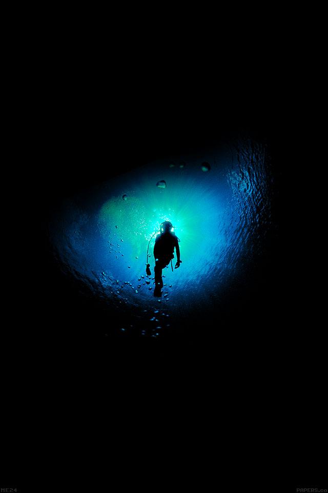 freeios7.com-iphone-4-iphone-5-ios7-wallpaperme24-deep-blue-swim-ocean-dive-iphone4