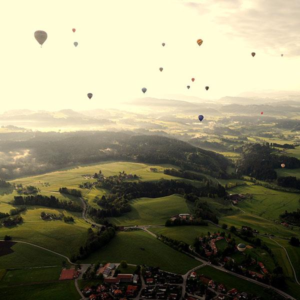 iPapers.co-Apple-iPhone-iPad-Macbook-iMac-wallpaper-mf49-balloon-party-green-mountain-nature