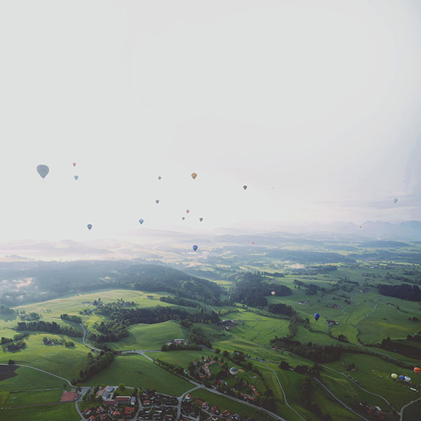 iPapers.co-Apple-iPhone-iPad-Macbook-iMac-wallpaper-mf51-balloon-party-from-air-wide-mountain-nature-wallpaper