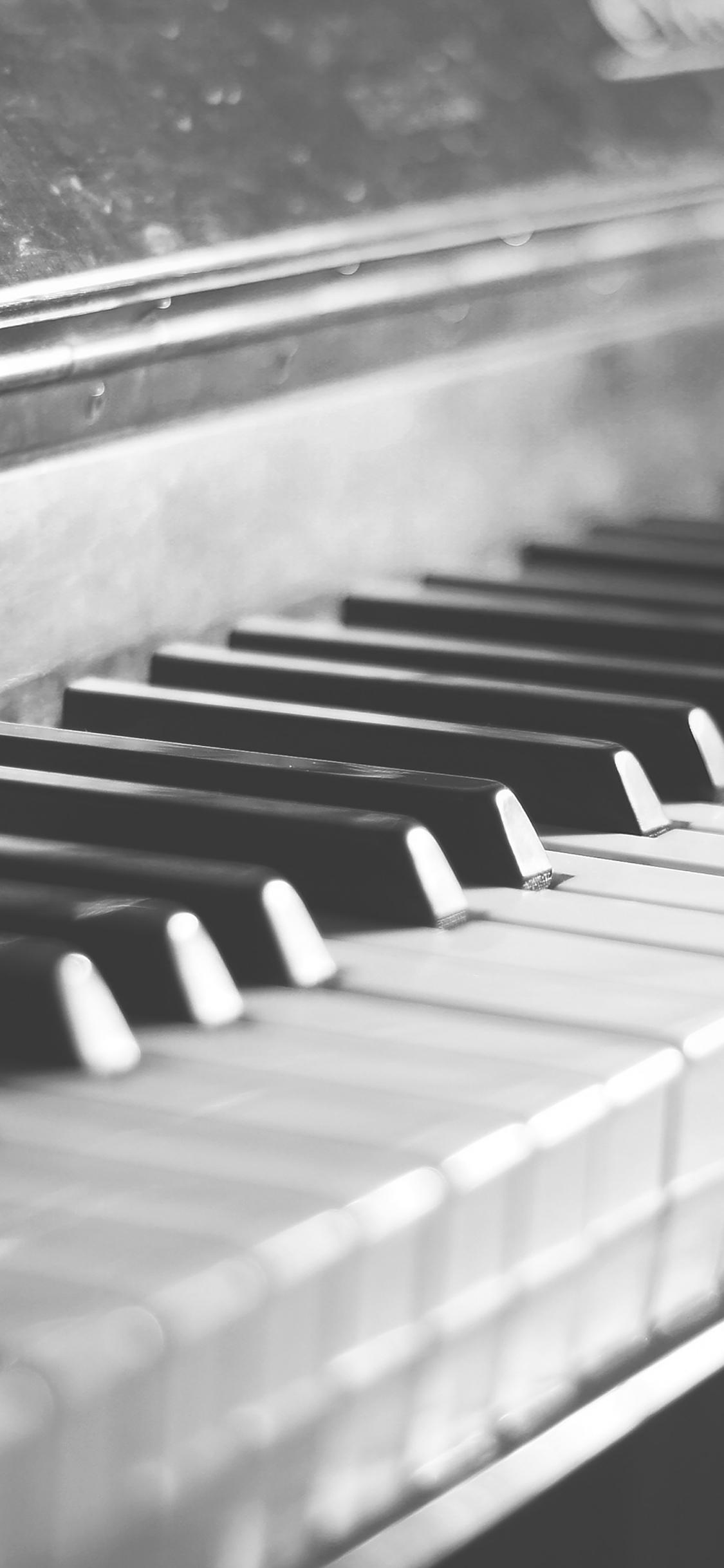 iPhoneXpapers.com-Apple-iPhone-wallpaper-mh04-pianist-bokeh-life-shot