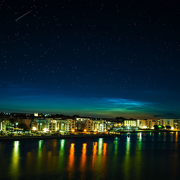 iPapers.co-Apple-iPhone-iPad-Macbook-iMac-wallpaper-mh34-aalborg-night-scene-from-sea-dark-cityscape-wallpaper