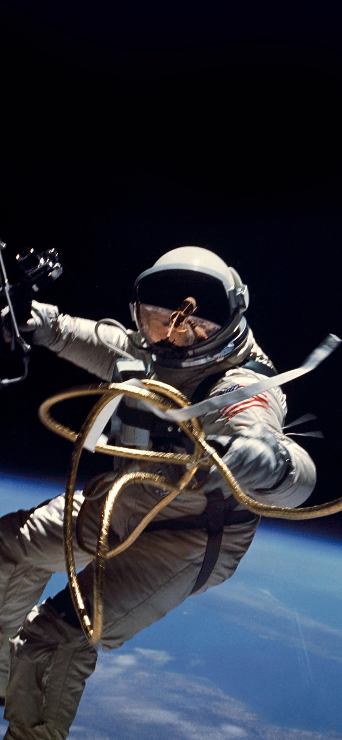 iPhoneXpapers.com-Apple-iPhone-wallpaper-mh71-space-instagram-photo-astronaut