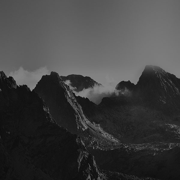 iPapers.co-Apple-iPhone-iPad-Macbook-iMac-wallpaper-mi33-breath-taking-mountains-bw-sky-high-nature-wallpaper