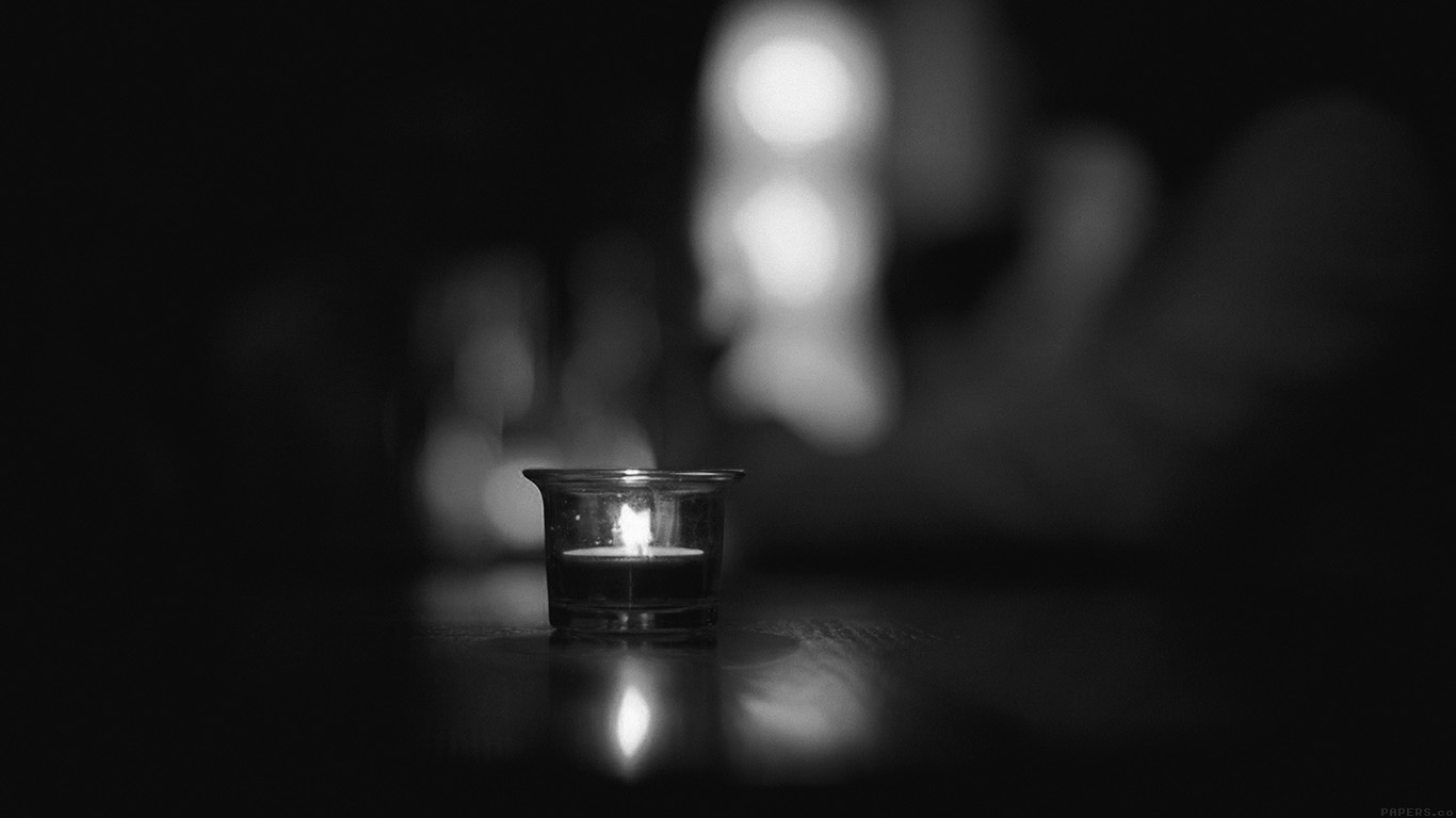 desktop-wallpaper-laptop-mac-macbook-air-mj14-candle-light-night-bw-bokeh-romantic-wallpaper