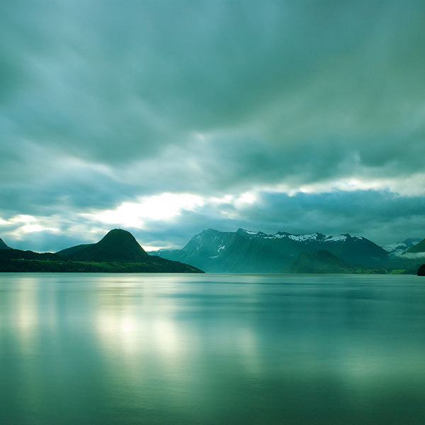 iPapers.co-Apple-iPhone-iPad-Macbook-iMac-wallpaper-ml10-lake-mountain-green-calm-nature-wallpaper