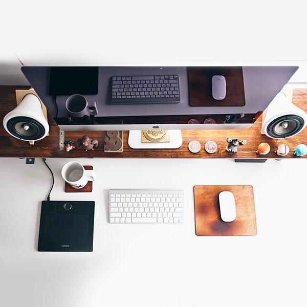 iPapers.co-Apple-iPhone-iPad-Macbook-iMac-wallpaper-mo38-mac-apple-desk-jeff-sheldon-office-wallpaper