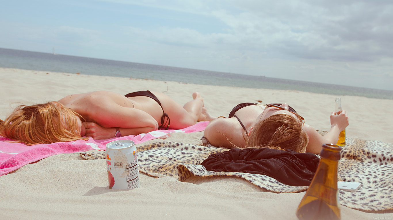 desktop-wallpaper-laptop-mac-macbook-airmo44-beach-day-girls-sea-vacation-wallpaper