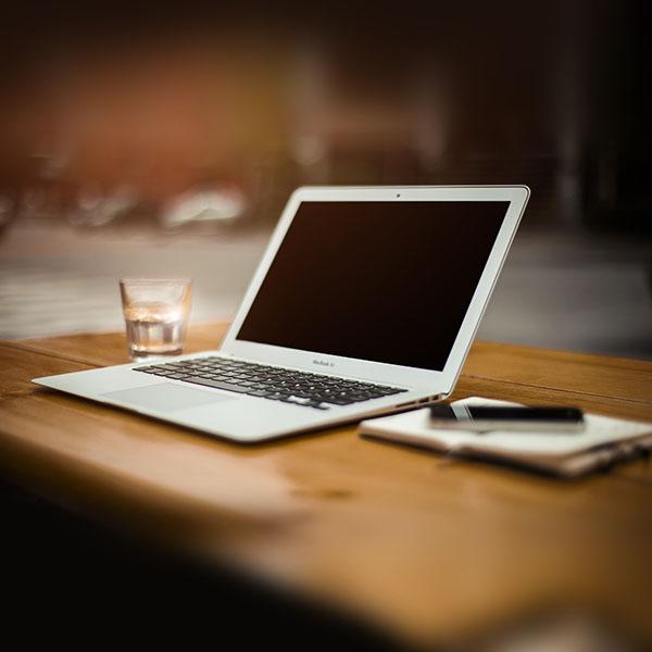 iPapers.co-Apple-iPhone-iPad-Macbook-iMac-wallpaper-mp32-macbook-air-bokeh-art-apple-wallpaper
