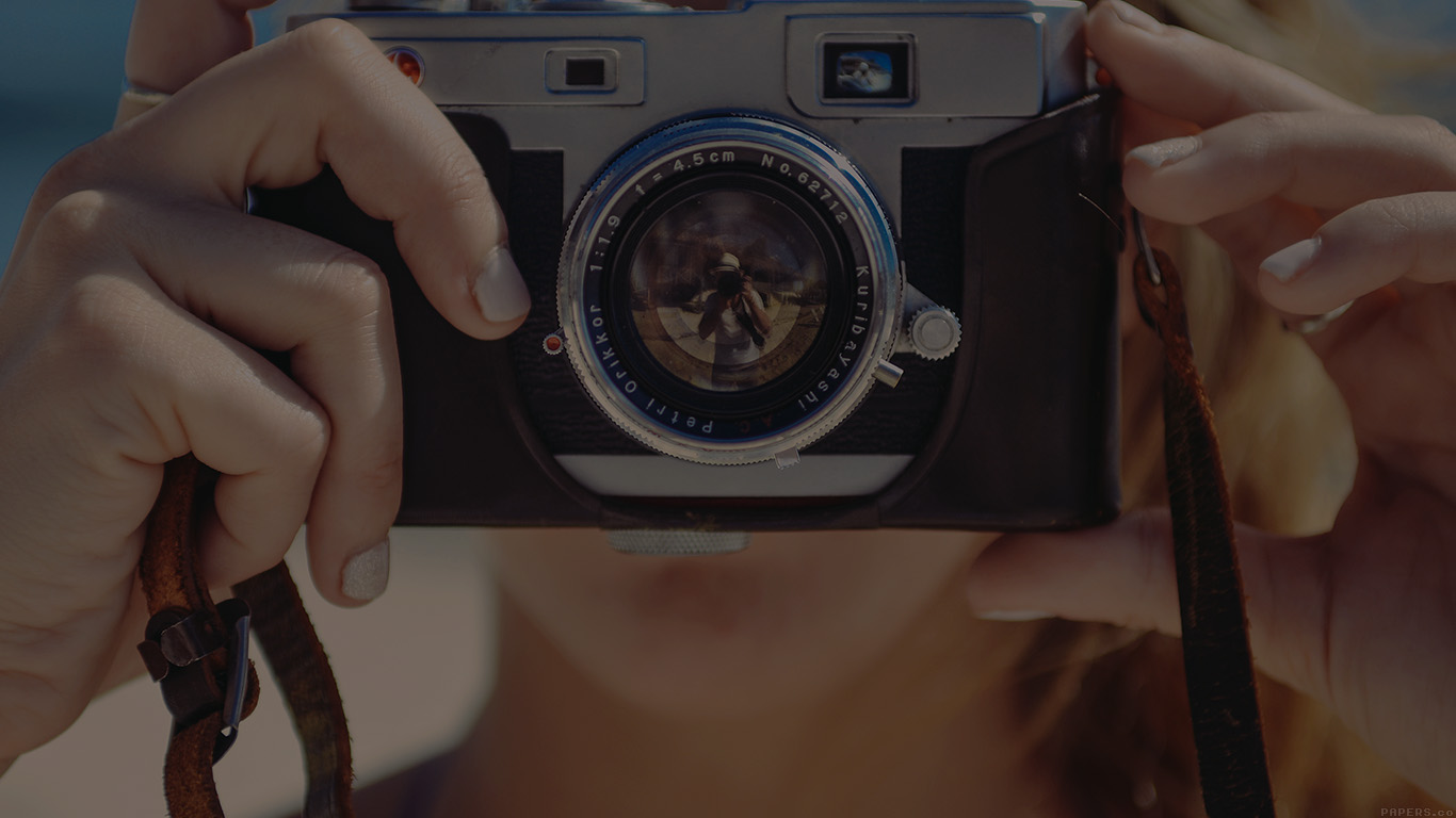 desktop-wallpaper-laptop-mac-macbook-air-ms00-camera-couple-love-beach-nature-dark-wallpaper