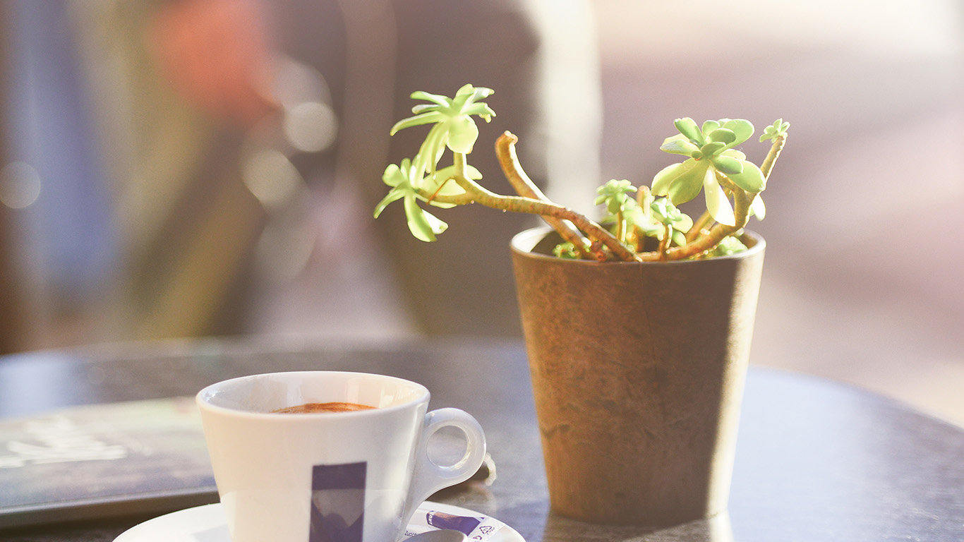 desktop-wallpaper-laptop-mac-macbook-airms20-cafe-coffee-city-bokeh-life-art-nature-wallpaper