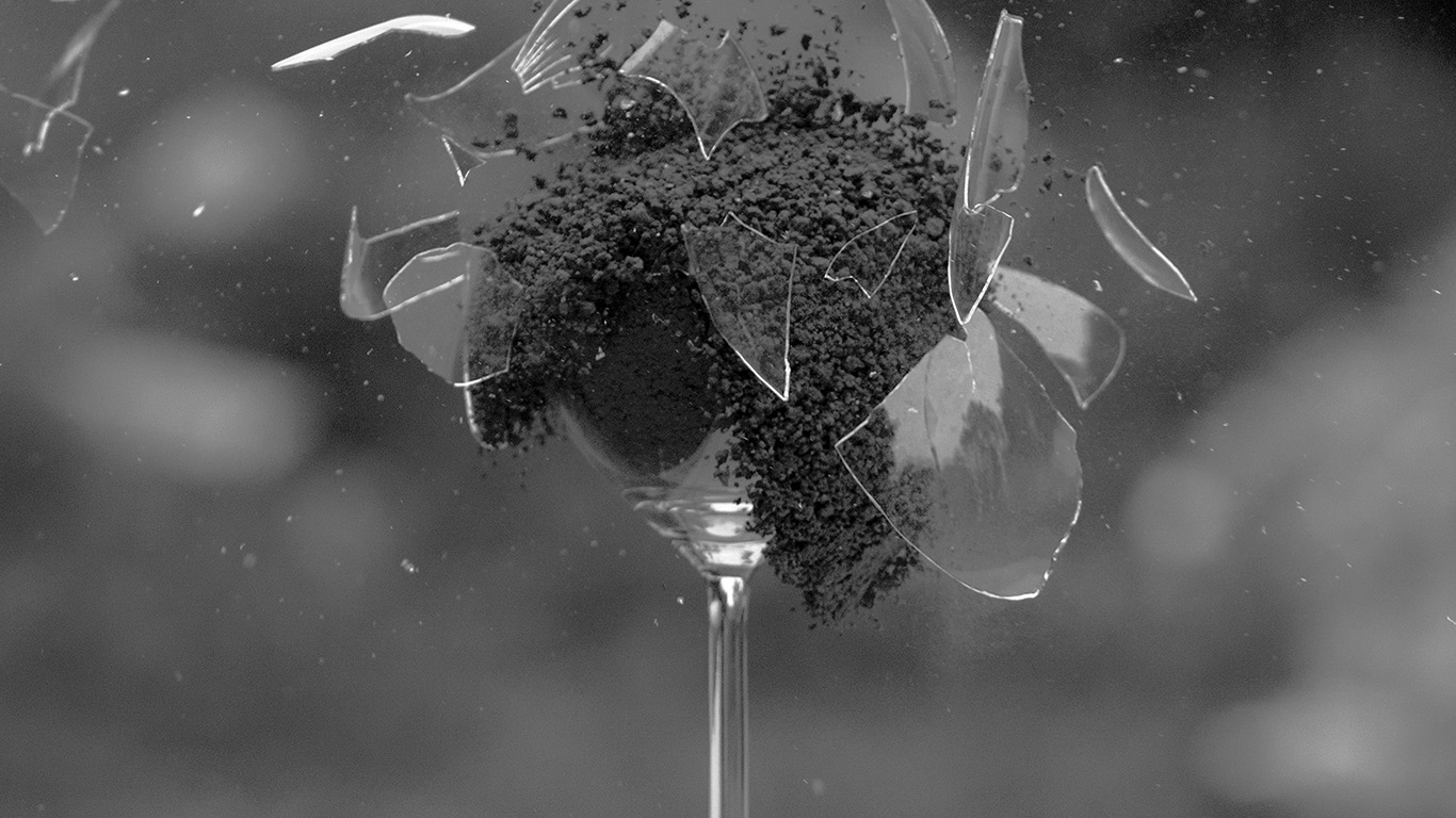 desktop-wallpaper-laptop-mac-macbook-air-ms28-glass-breaking-nature-art-dark-bw-wallpaper