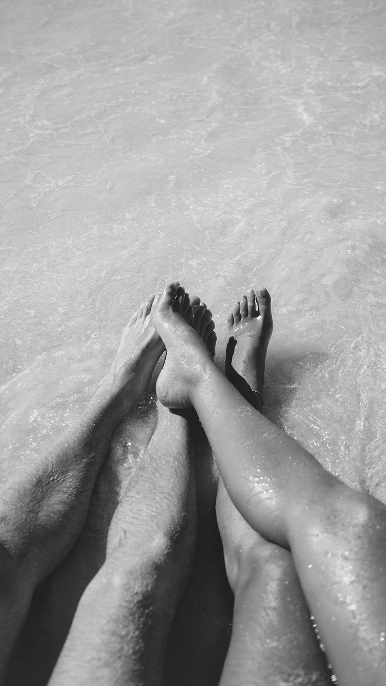 iPhone6papers.co-Apple-iPhone-6-iphone6-plus-wallpaper-ms51-beach-couple-sea-sand-nature-art-bw-dark
