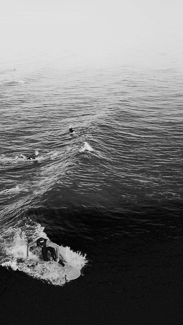 freeios8.com-iphone-4-5-6-plus-ipad-ios8-ms61-surfing-wave-summer-sea-ocean-dark-bw