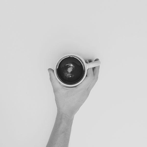 iPapers.co-Apple-iPhone-iPad-Macbook-iMac-wallpaper-ms91-coffee-cup-full-sweet-hand-life-bw-dark-wallpaper