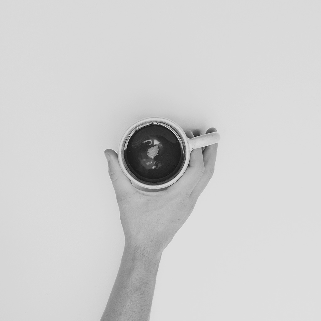 wallpaper-ms91-coffee-cup-full-sweet-hand-life-bw-dark-wallpaper