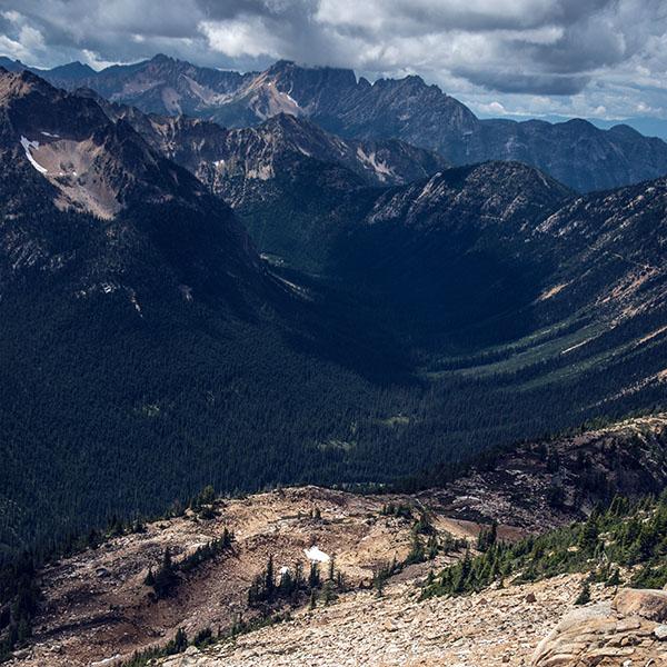 iPapers.co-Apple-iPhone-iPad-Macbook-iMac-wallpaper-mt08-great-mountain-view-green-blue-nature-wallpaper