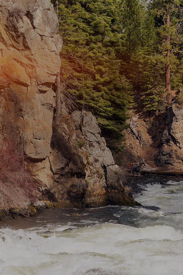 freeios7.com-iphone-4-iphone-5-ios7-wallpapermt08-river-mountain-descheutes-nature-dark-iphone4