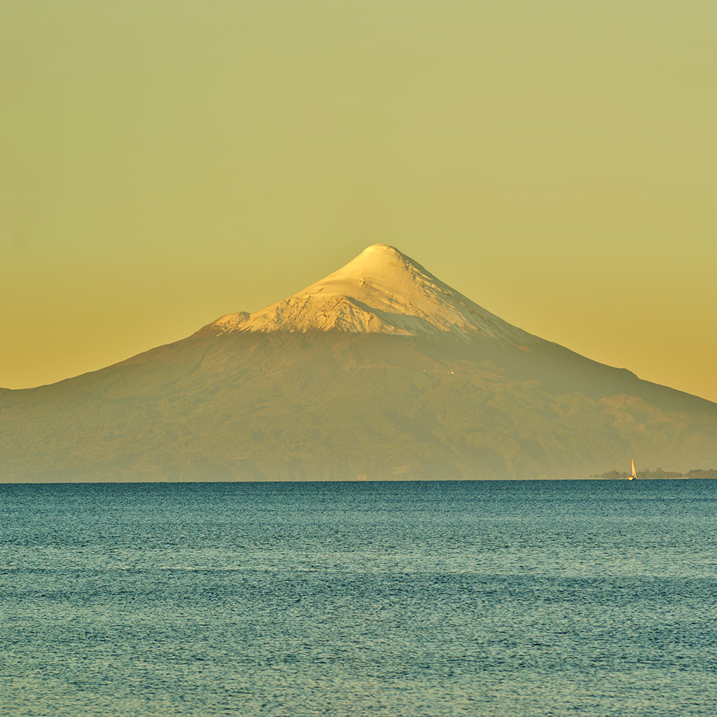 android-wallpaper-mt29-snow-mountain-yellow-green-sea-wallpaper