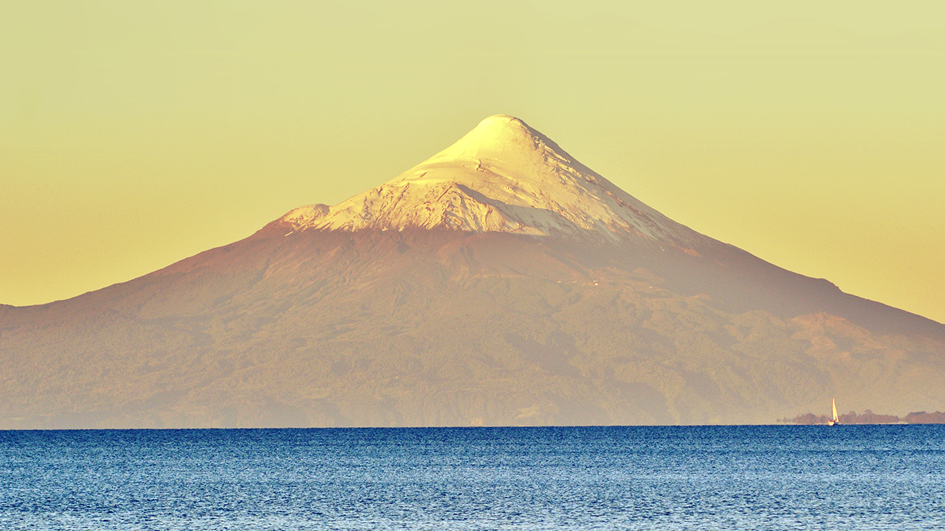 wallpaper-desktop-laptop-mac-macbook-mt30-snow-mountain-yellow-blue-sea