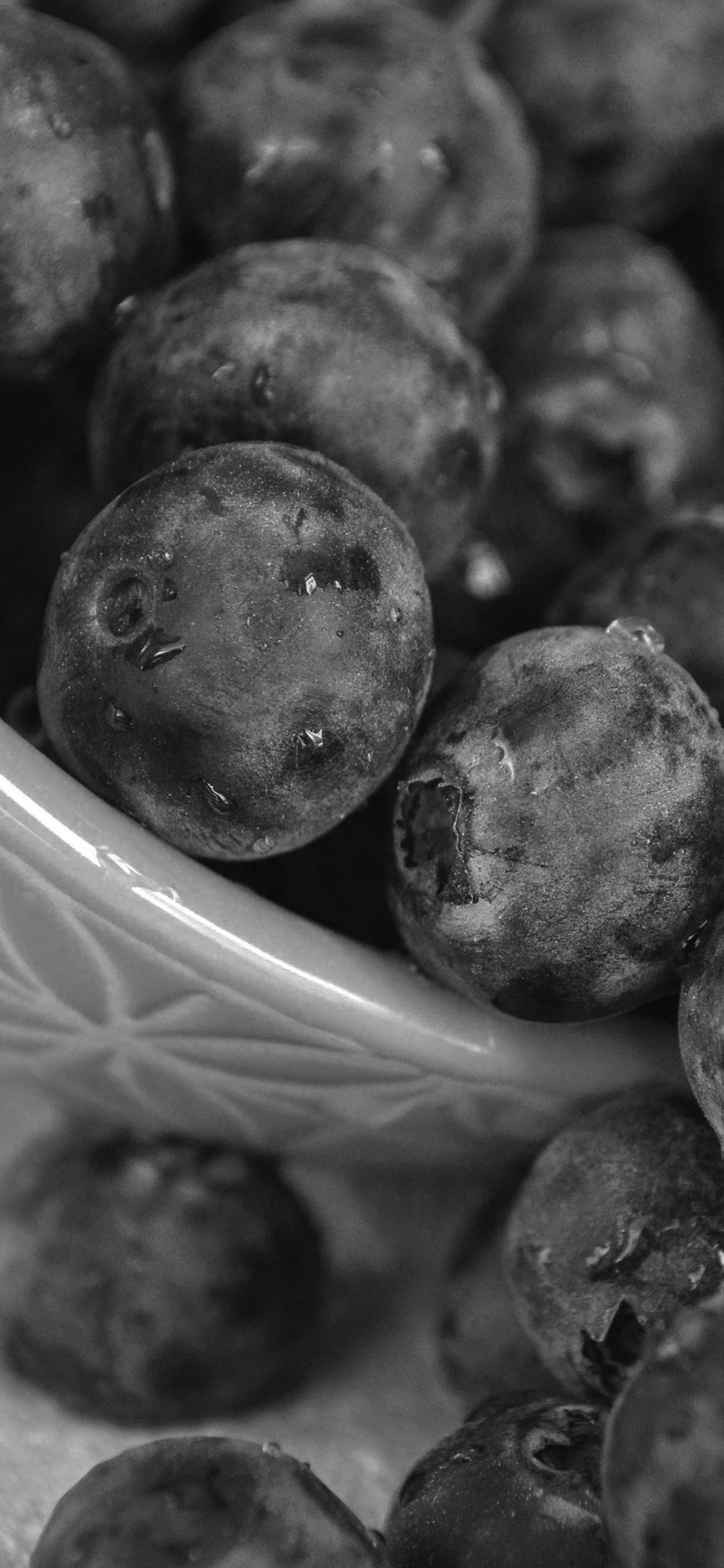 iPhoneXpapers.com-Apple-iPhone-wallpaper-mt69-summer-berry-grape-food-nature-dark-bw