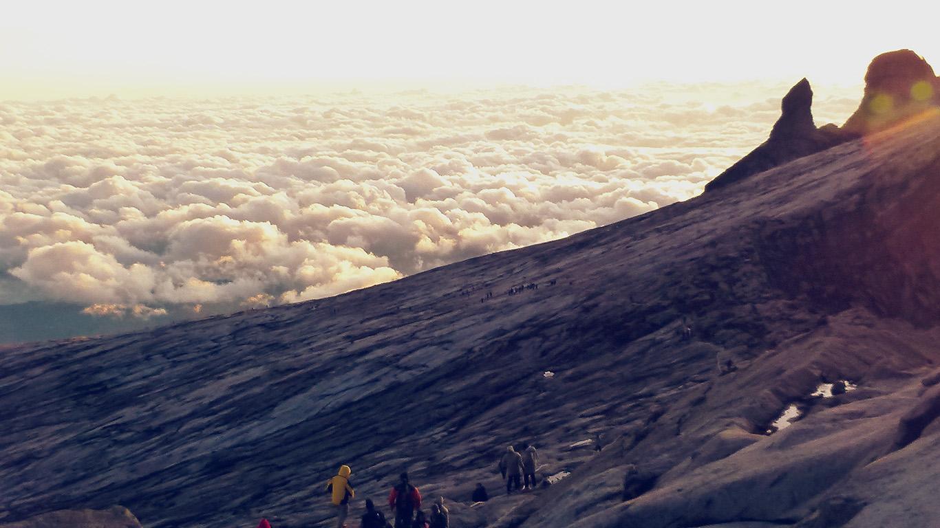 desktop-wallpaper-laptop-mac-macbook-air-mt77-mountain-sky-sunny-day-cloud-climbing-shiny-wallpaper