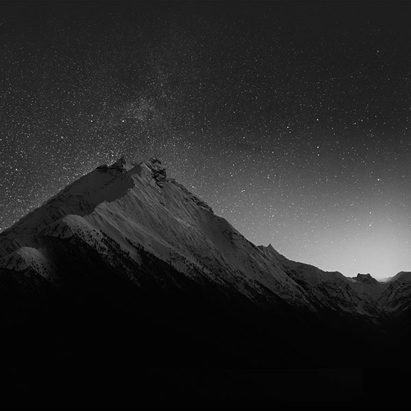 iPapers.co-Apple-iPhone-iPad-Macbook-iMac-wallpaper-mt90-mountain-night-snow-dark-star-bw-wallpaper
