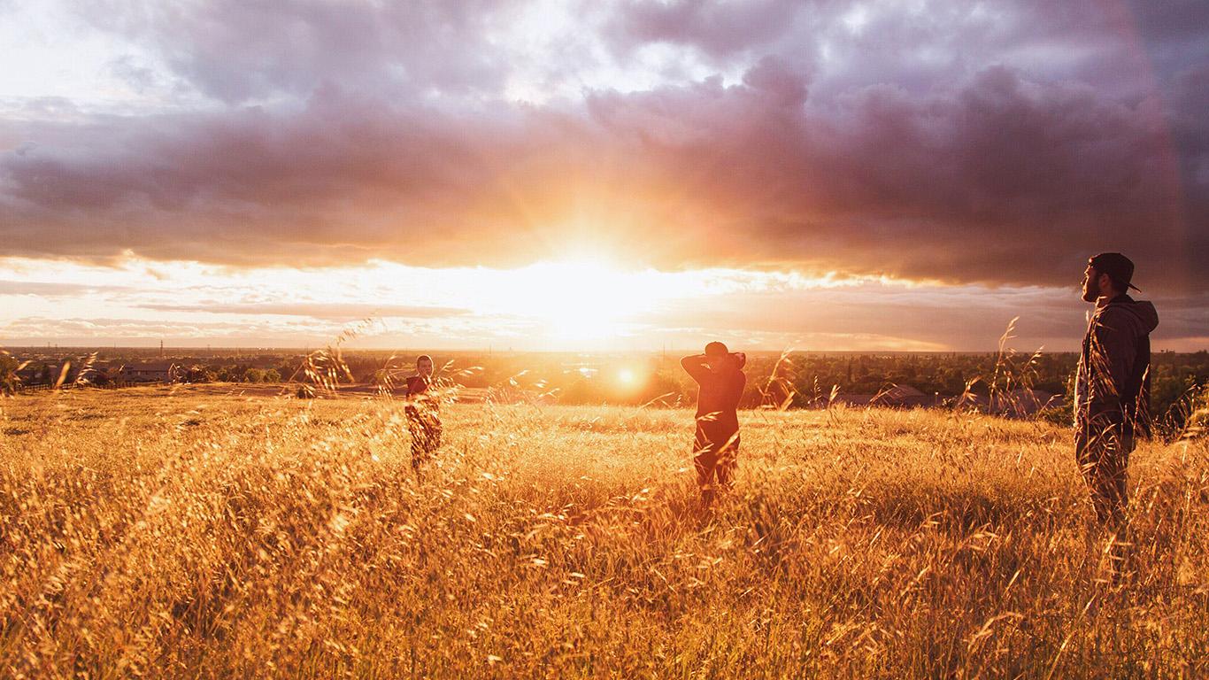 desktop-wallpaper-laptop-mac-macbook-airmt98-dawn-sunset-people-field-grass-nature-yellow-wallpaper