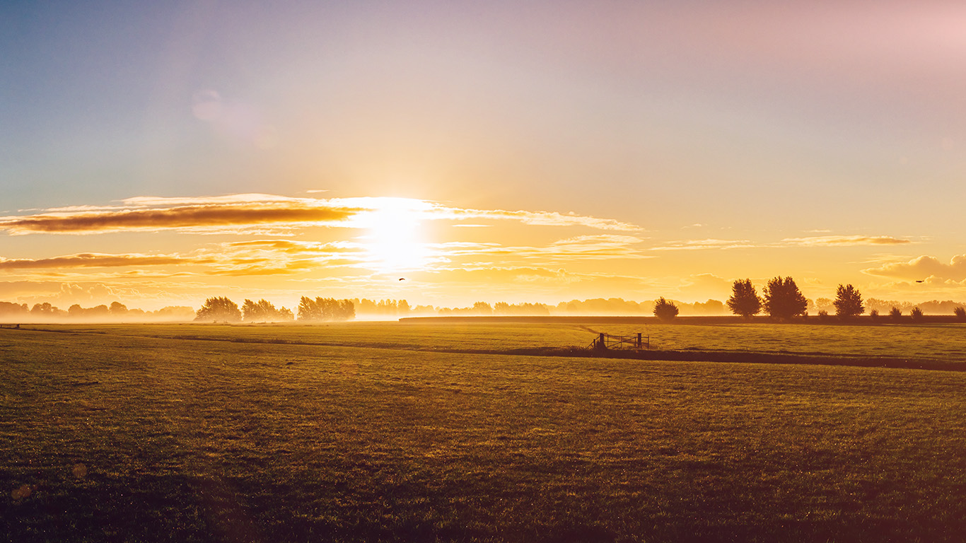 desktop-wallpaper-laptop-mac-macbook-air-mt98-sunny-morning-farm-peace-nature-flare-wallpaper