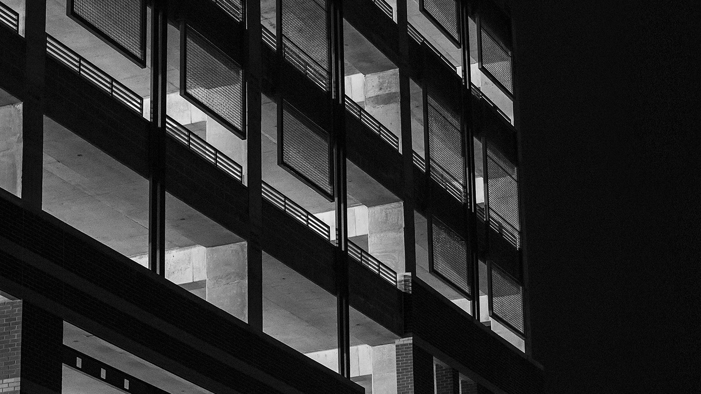desktop-wallpaper-laptop-mac-macbook-airmu17-bw-night-building-window-dark-architecture-city-wallpaper