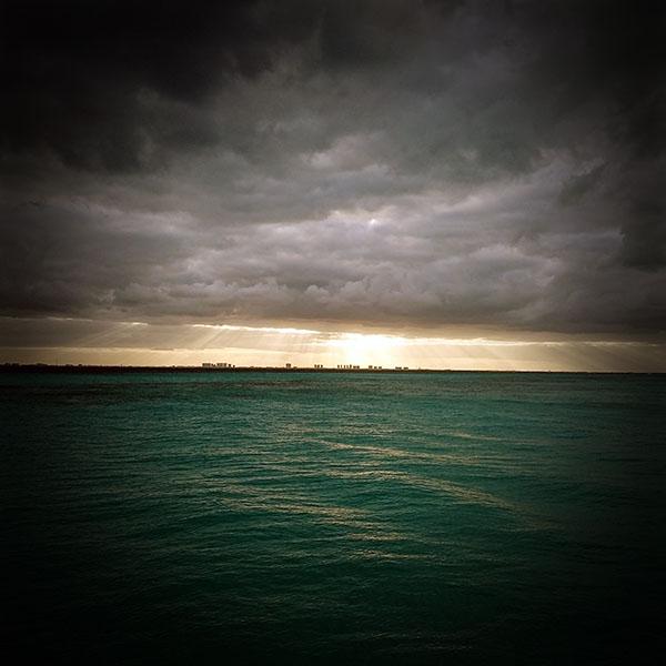 iPapers.co-Apple-iPhone-iPad-Macbook-iMac-wallpaper-mu23-sea-city-green-ocean-nature-sky-cloud-vignette-wallpaper