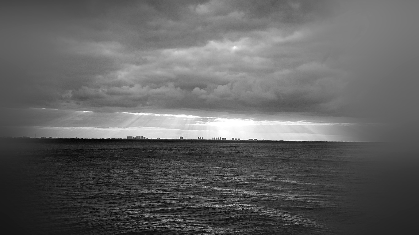 wallpaper-desktop-laptop-mac-macbook-mu25-sea-city-bw-dark-ocean-nature-sky-cloud-blur