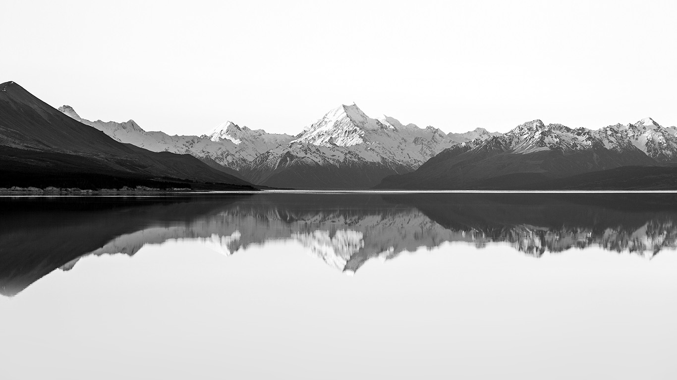 desktop-wallpaper-laptop-mac-macbook-air-mu30-reflection-lake-blue-mountain-water-river-bw-white-wallpaper